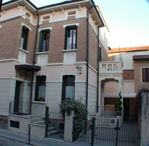 camera in struttura elegante - Padova - Szoba reggelivel