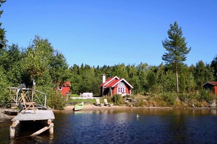 Unikt belliggende hytter ved sø i Värmland
