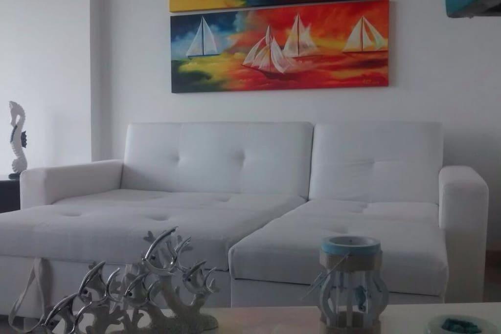 El sofá cama en la sala