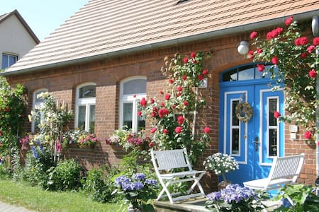 GROUP TRAVEL, FAMILY HOLIDAY & ROMANCE IN a CIRCUS WAGON - Wredenhagen - Appartement