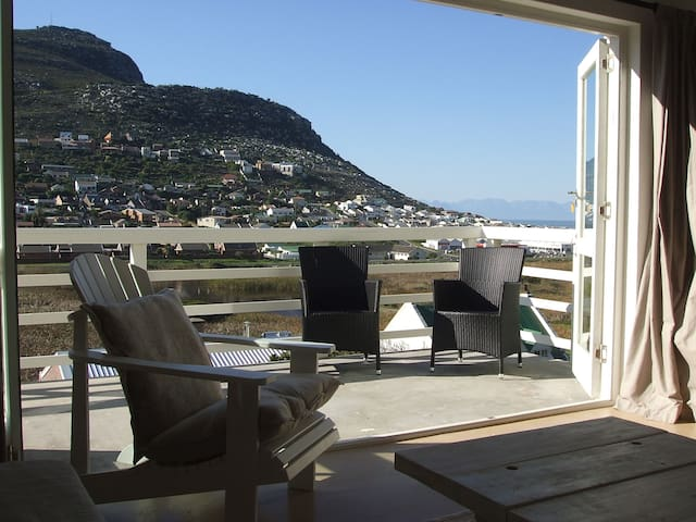 Tranquil,light & spacious 2 bed apartment