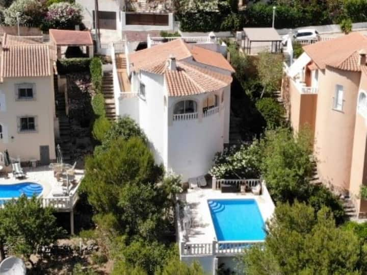 Villa met zwembad in rustige omgeving nabij zee