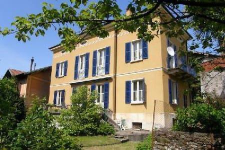 Antica Villa nel centro del paese - Pino Lago Maggiore - Villa