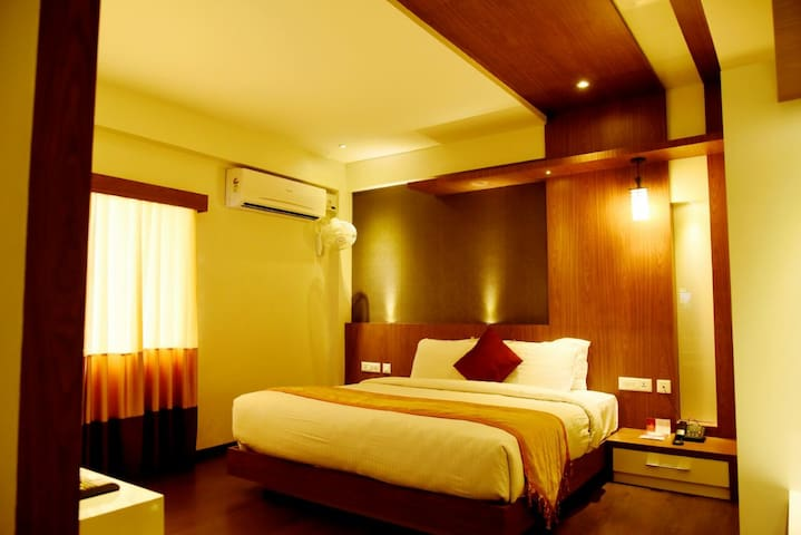 Emarald Service Apartment, Central Mumbai