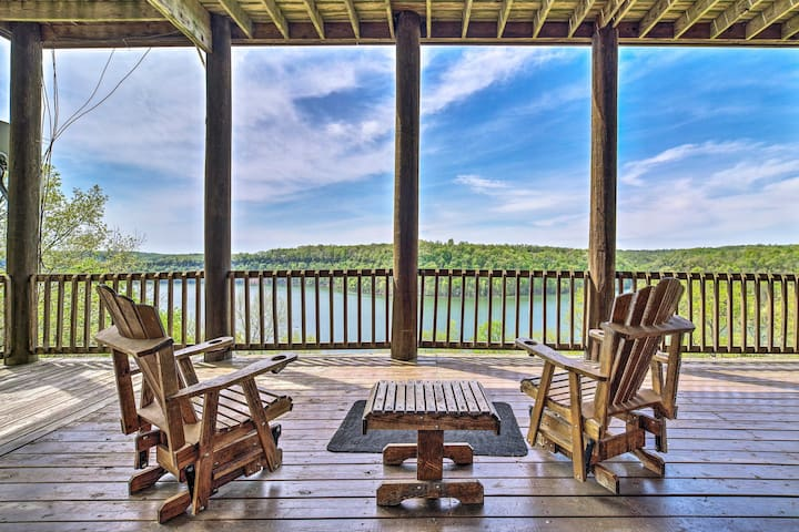 NEW! Spacious Cabin on Dale Hollow Lake w/Hot Tub!