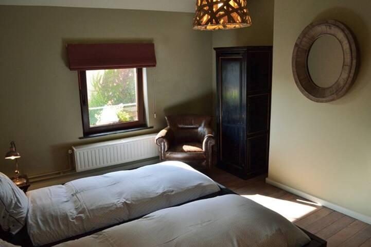 Bed & Breakfast Villa Voltaire. La chambre à coucher 2 lits jumeaux (chambre 1).