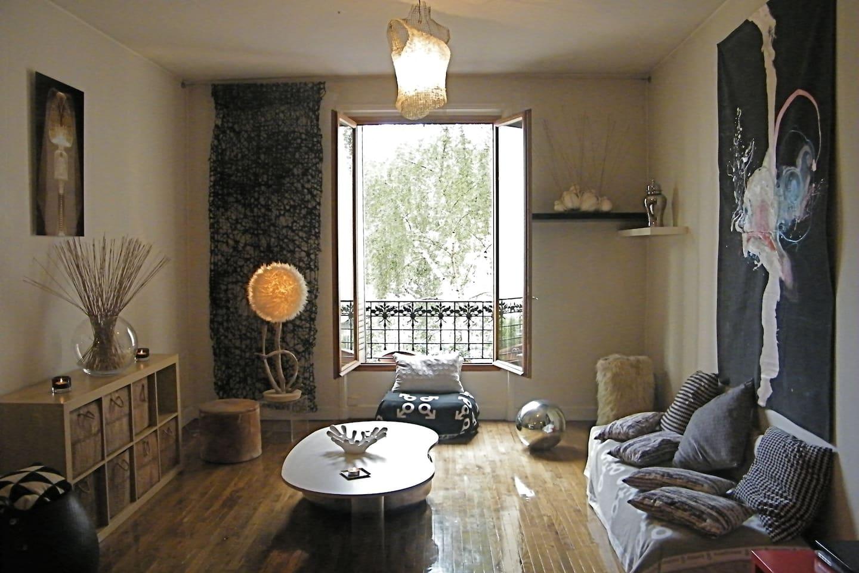 Un plaisir rare : vivre dans un appartement  de charme en plein Paris avec le calme du parc de la Villette !