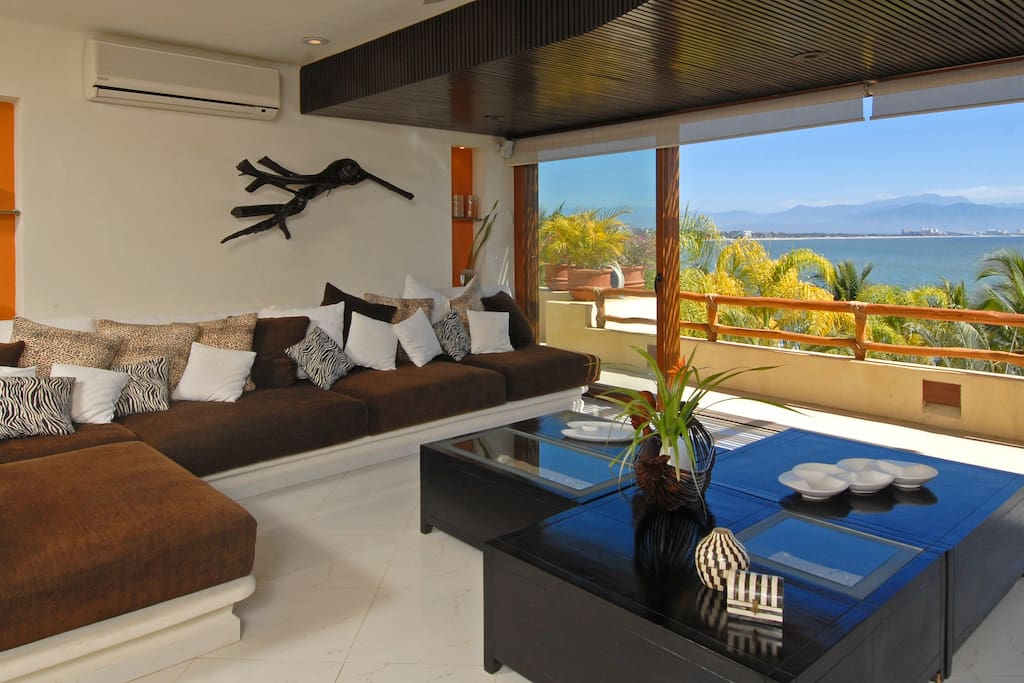 Living Room UpStairs, amazing oceans views!