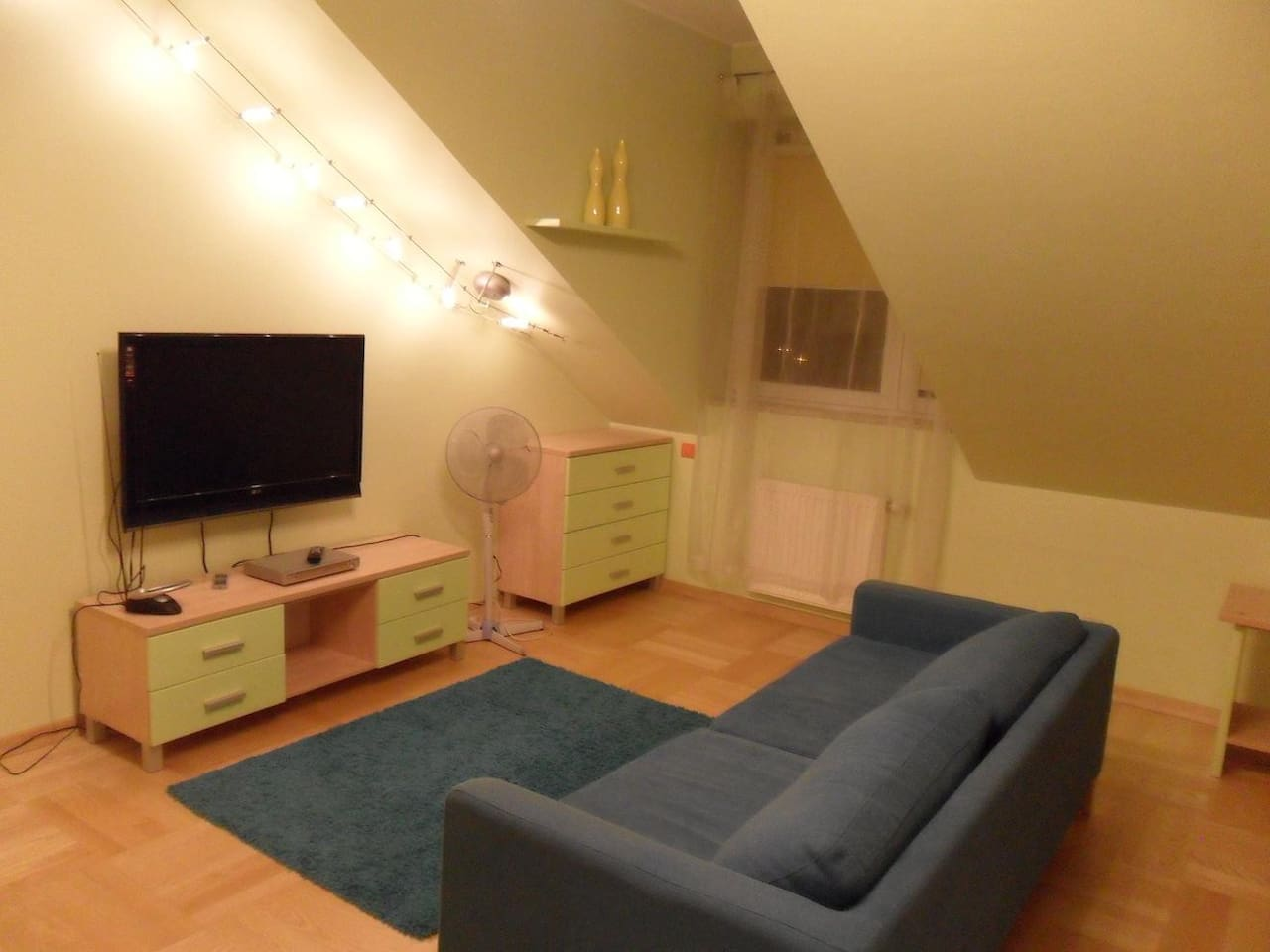 living room with bed/ salon