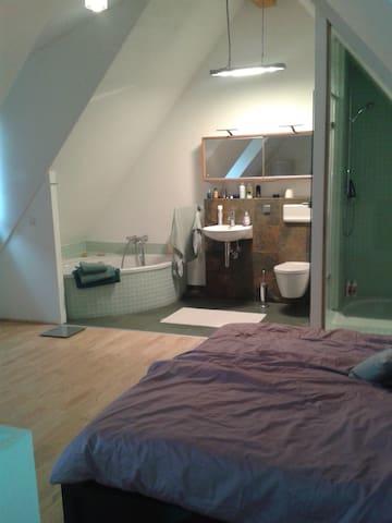 Modernes Doppelzimmer mit Bad - Heidelberg