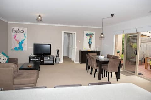 Blissful quiet Unit, in Belmont for 1 or 2 couples