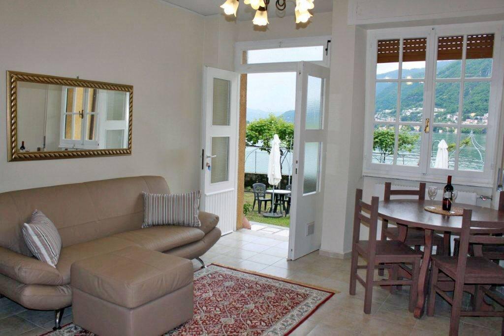 Villetta Vista Lago entry and living room.