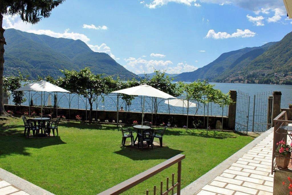 The Lake Como Beach Resort court yard