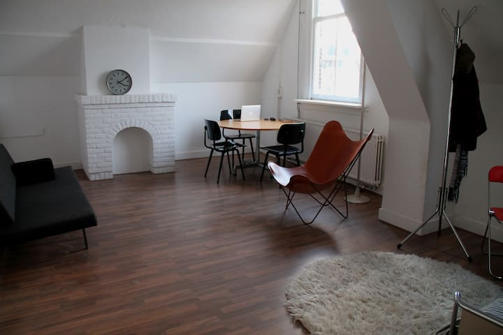 Design studio with Canal view - Breda - Apartment