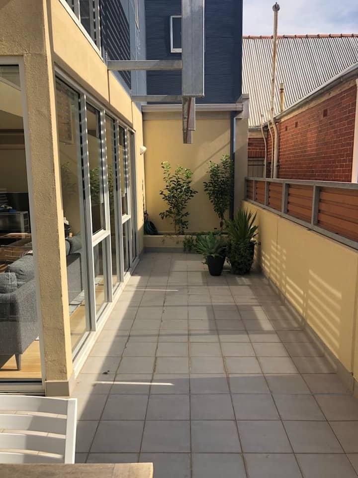 Freshly Renovated Modern Sunny Apartment