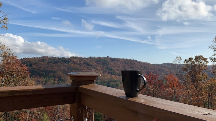 Views, Hot tub, Fire Pit, High Speed WiFi & more
