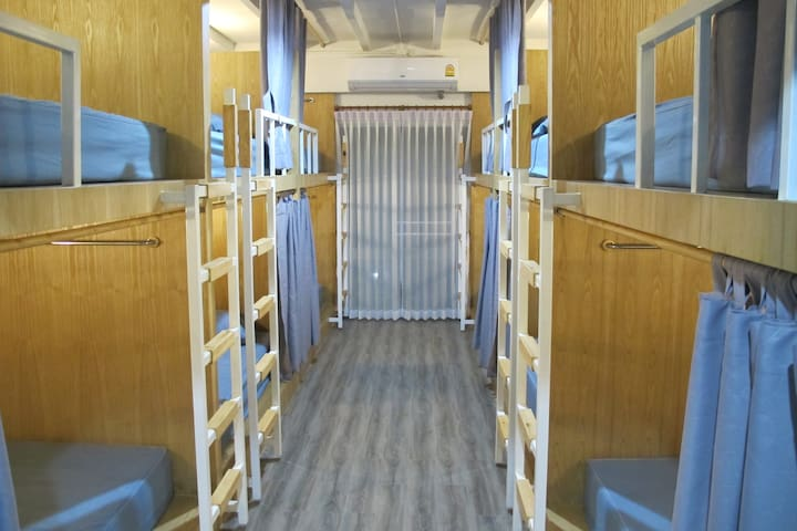Bulk Bed Mixed Dormitory Room with Shared bathroom