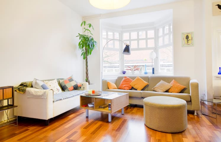 sittingroom, streetview