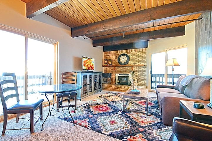 Remodeled! Bus Route! Slps 3! Fireplace! Views! - Mt. Crested Butte - อพาร์ทเมนท์