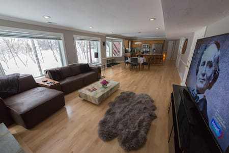 Snowbird/Alta 2 Bedroom Apt, Hot Tub, Huge 4k TV - Sandy - Casa