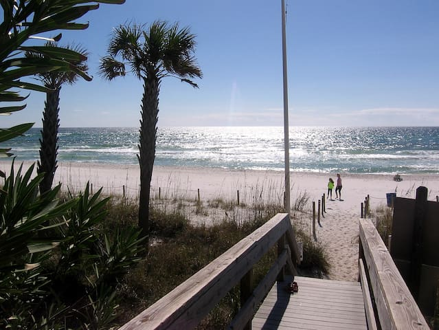 BEST DEAL IN TOWN 300 STEPS TO GULF! WIFI, CABLE - Panama City Beach - Appartamento
