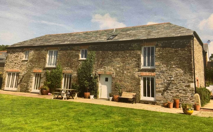 Bozion Barn  (Padstow 7m) - views & Camel trail