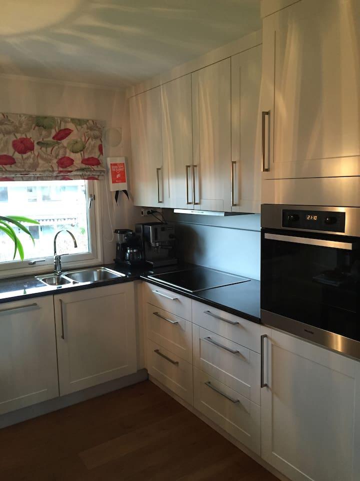 Kitchen. / Kjøkken.