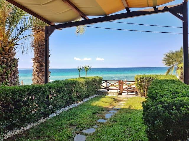 Beautiful Luxury Villa in front of the sea!