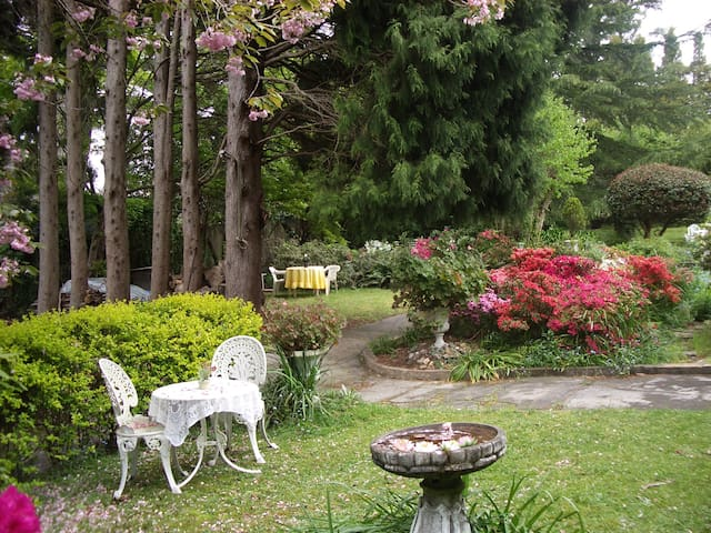 Charming guest house, large garden.