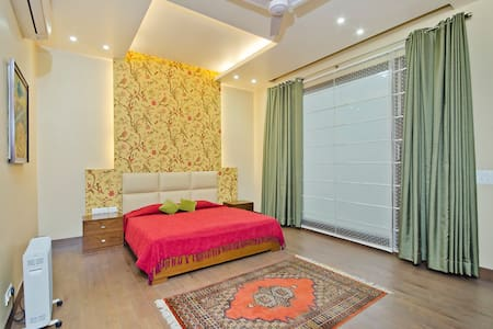 Mulberry Vista Bed & Breakfast - New Delhi - Bed & Breakfast