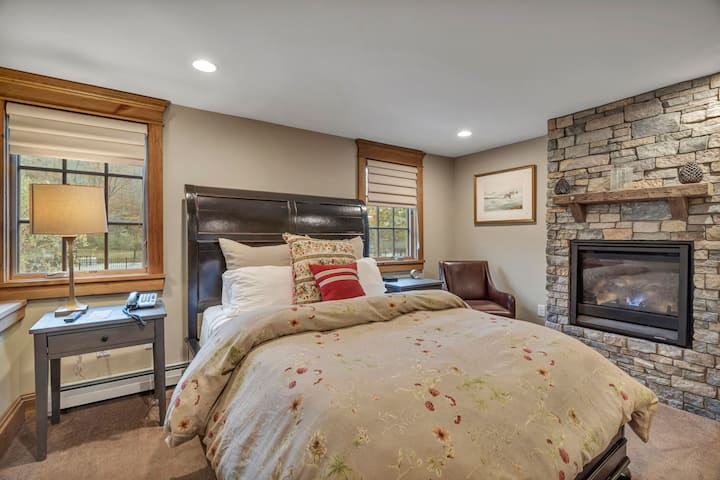 Main Lodge @ Brook Bound Suite 204