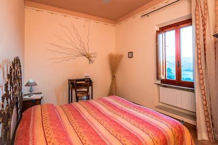 Camera matrimoniale con bagno, piscina e colazione - Vinci