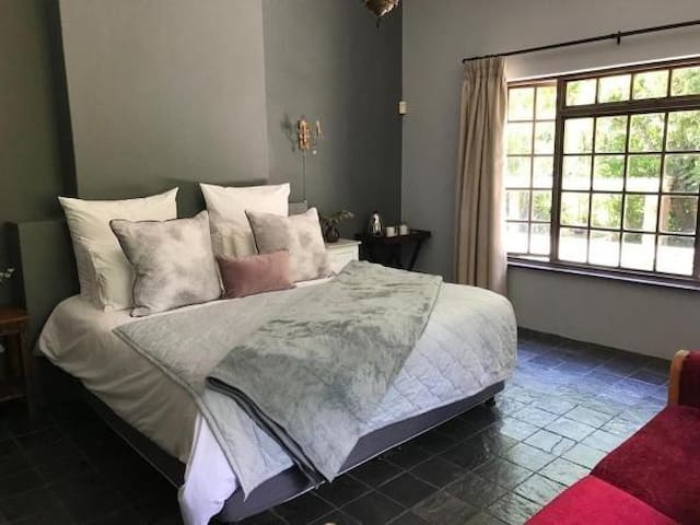 Thornleys Guest House Ruby Room