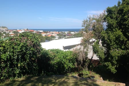 King Bed or Twin - 10 min to beach! - Merewether