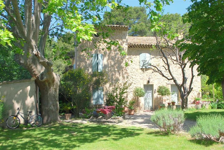 stone country house in the Luberon - Cheval-Blanc - Casa