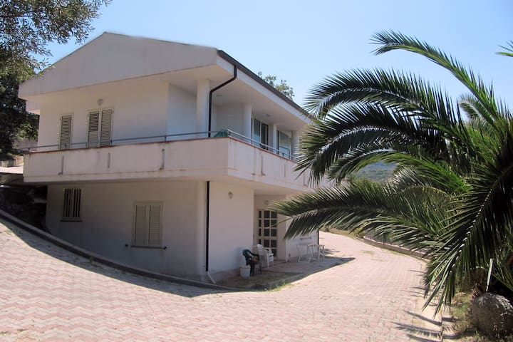 Residence Le Ville - Ricadi - Flat