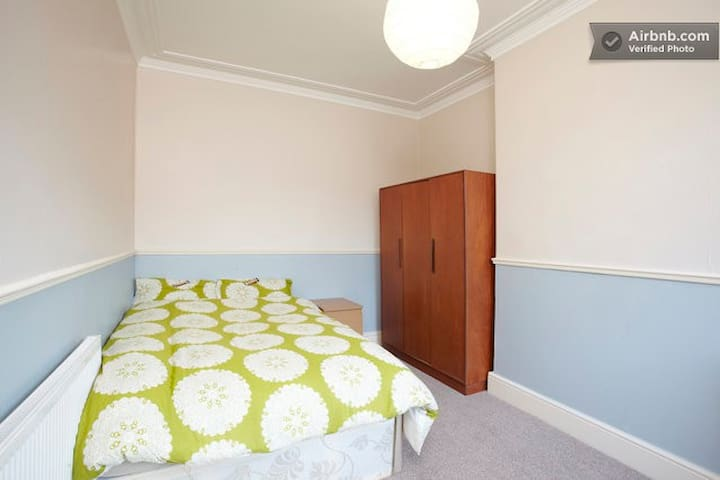 The Nest - cosy room nr city centre - Leeds - Casa