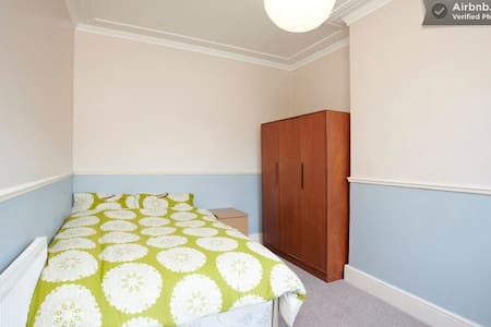 The Nest - cosy room nr city centre - Leeds - Rumah