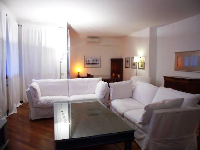 Stunning Elegant overlooking green - San Donato Milanese - Wohnung