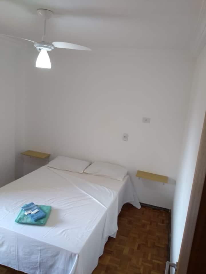 Apartamento  Casal  (203)- Av. JK com Higienópolis