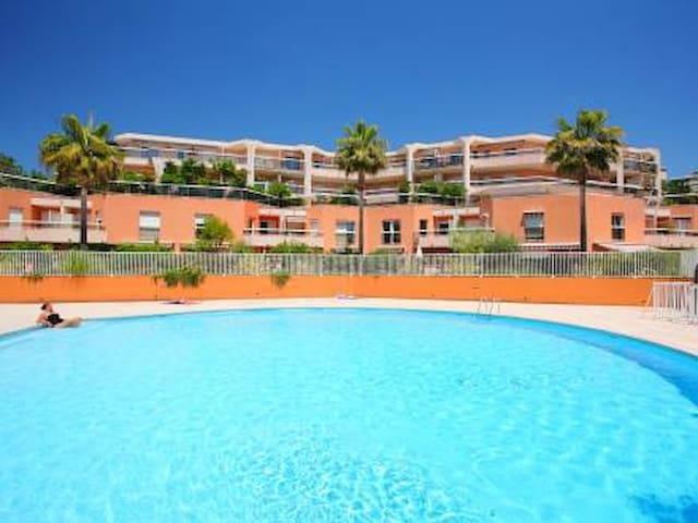 Nice flat swimming pool and sea apartments for rent in for Aubade jardin d iris