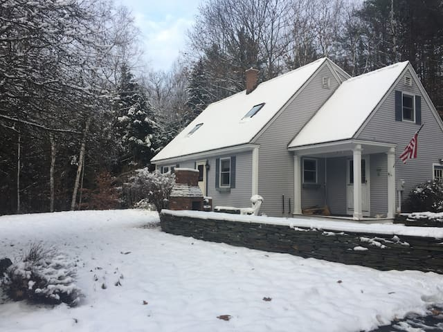 Cozy Cape near skiing, dartmouth and more! - Enfield - Haus