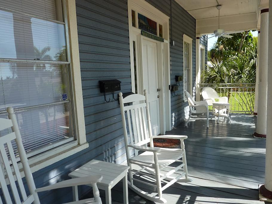 Room naples in fort myers apartments for rent in fort for Veranda englisch