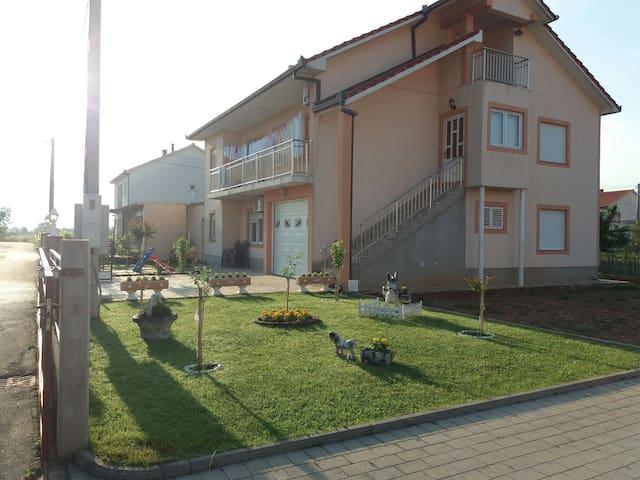 Obiteljska kuća Mikulić