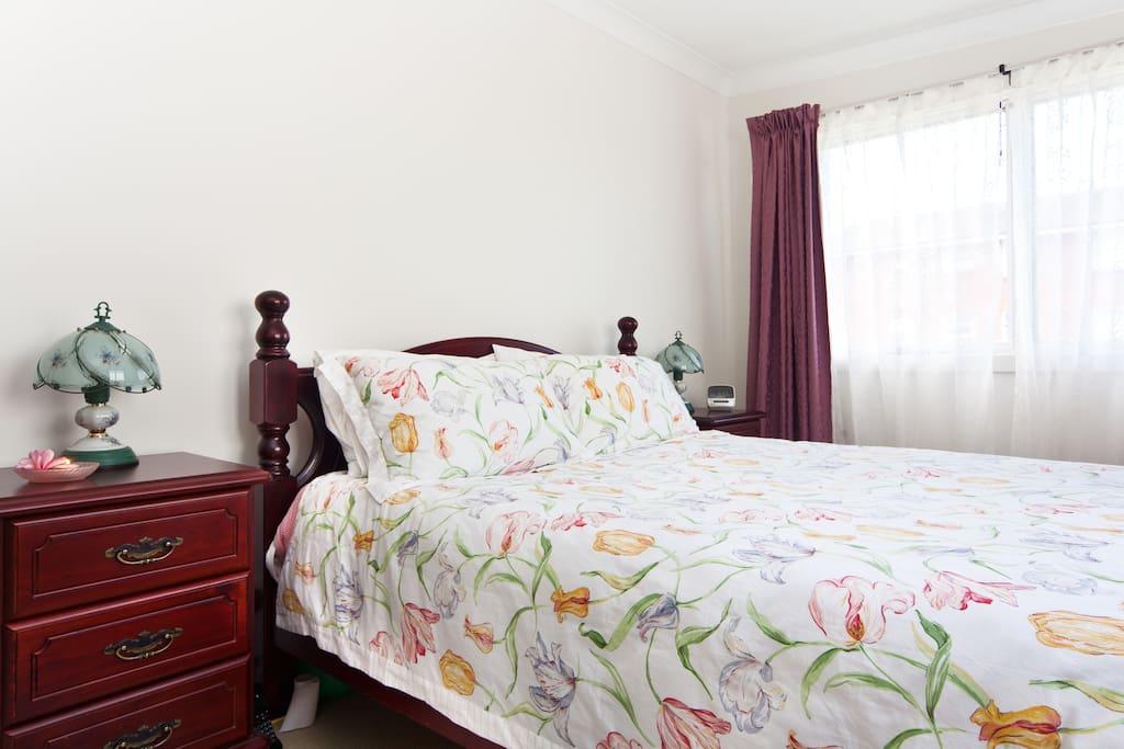 Pink room ~ queen bedroom, open aspect with ocean views