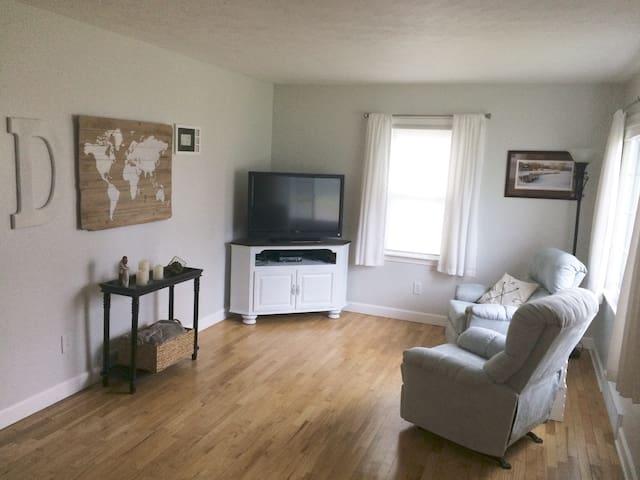 In the heart of Portage -  2 bedroom, 1 bath home - Portage - Dom
