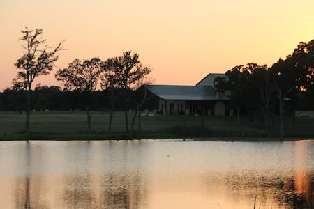 Getaway to peaceful Baines Creek Ranch!