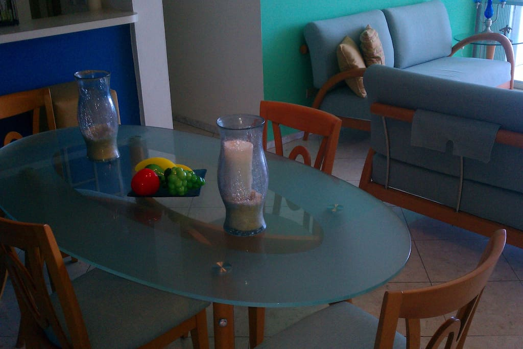 Dining table for 4 and 2 bar stools