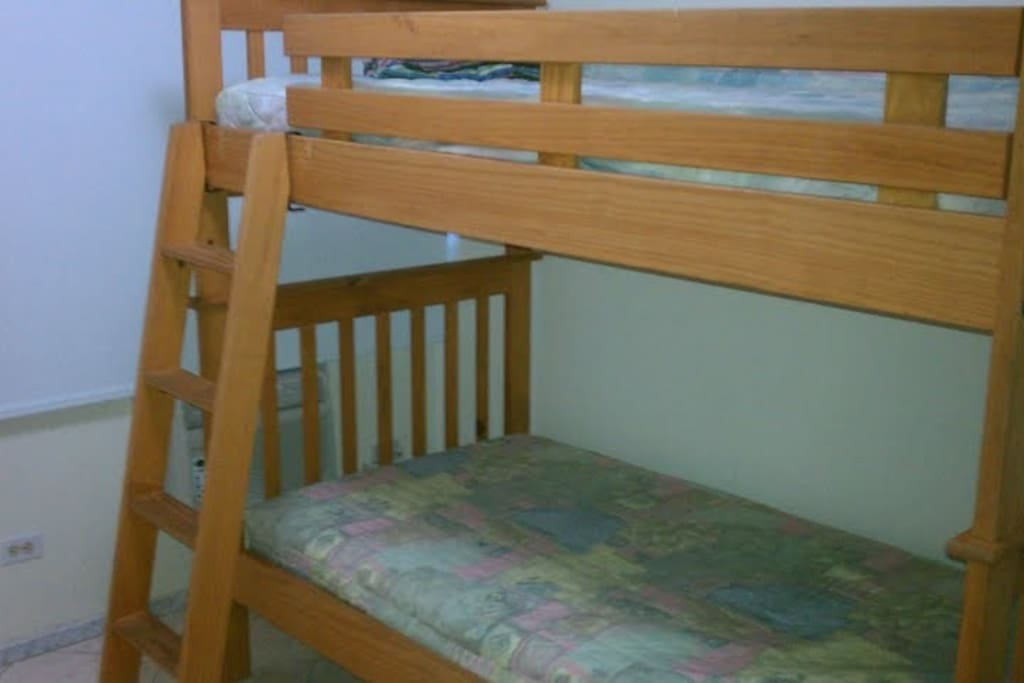 Second bedroom with 2 twin beds, A/C