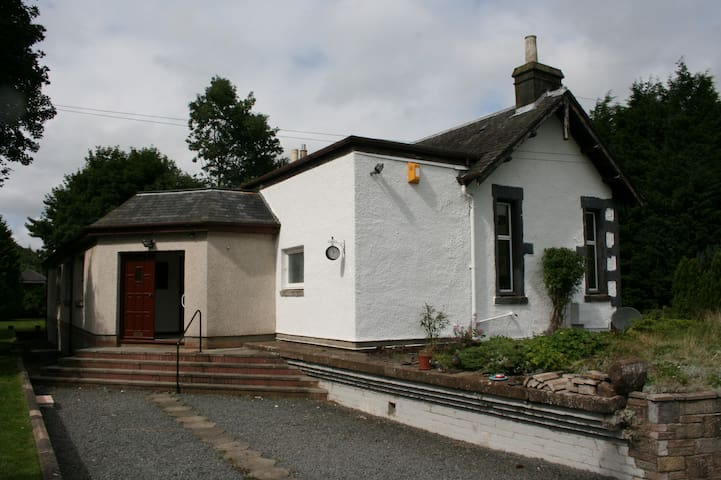 Old Railway Station, sleeps 9-12 - Scottish Borders - Casa